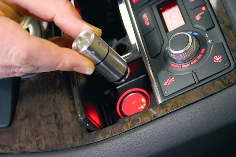 TORCIA DA AUTO RICARICABILE  CON PRESA ACCENDISIGARI - LEDLENSER AUTOMOTIVE 80 lumen